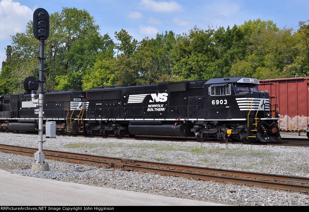 NS 6903 northbound