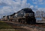 NS 18N with a short set of Autoracks blasts by the railfan park in Macungie, PA