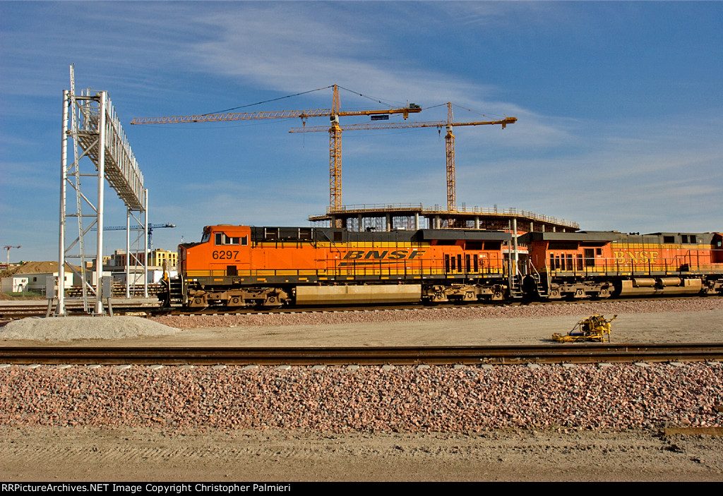 BNSF 6297 - Rear DPU on E-THHNAM0-73