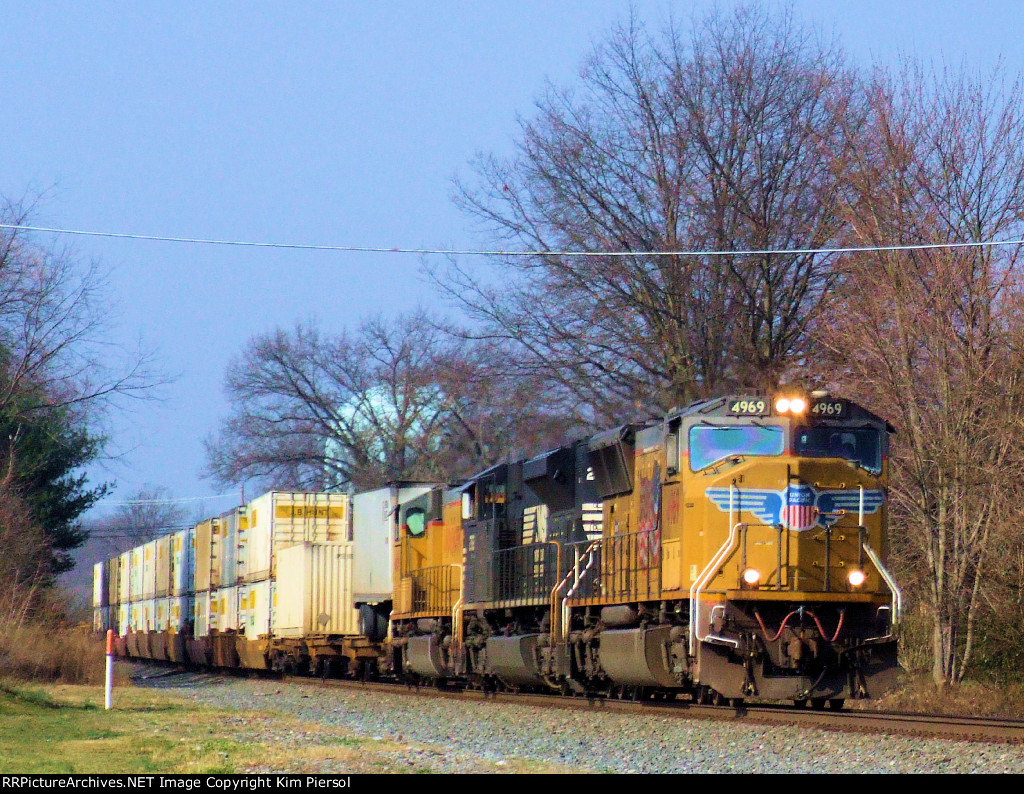 UP 4969 NS 2762 UP 4169 NS Train 212