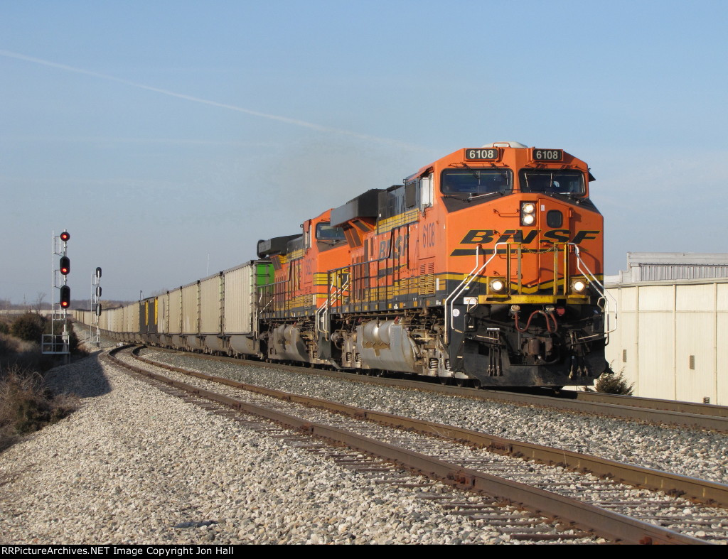 BNSF 6108 & 5622 thunder up the hill in Notch 8 with N956-20