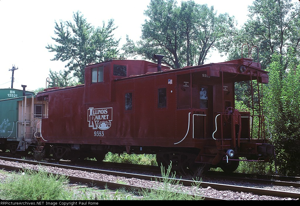 IL RailNet 9353 Caboose, is an exIC-ICG 199353, rests