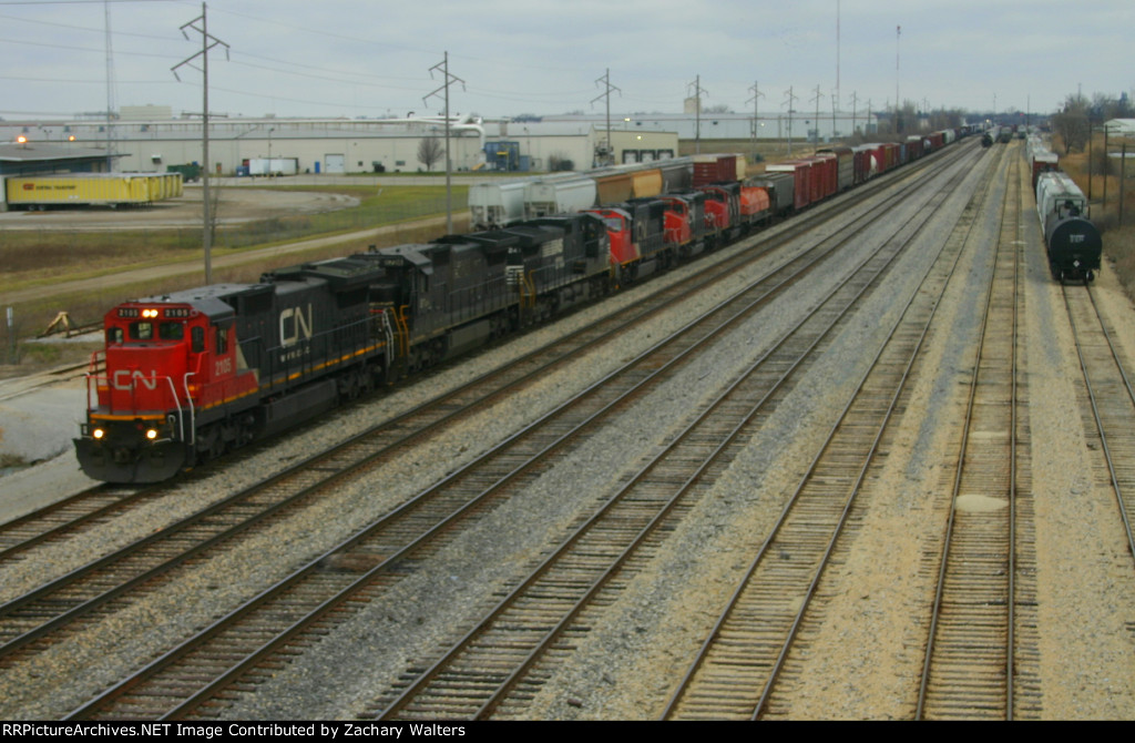 CN 2105 leads a 6 unit lashup