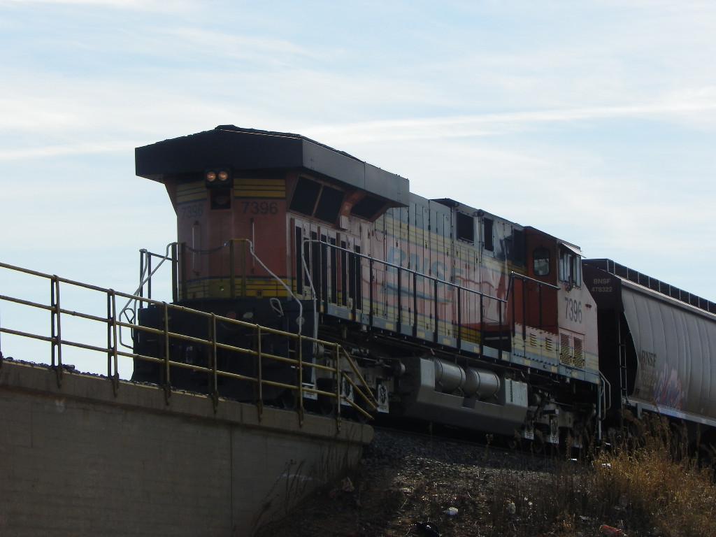 BNSF ES44DC 7396