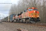 BNSF 5516 leads the U-EVEROO