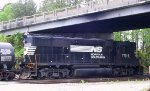 NS 7014 switches a cut of cars in Seven Mile yard