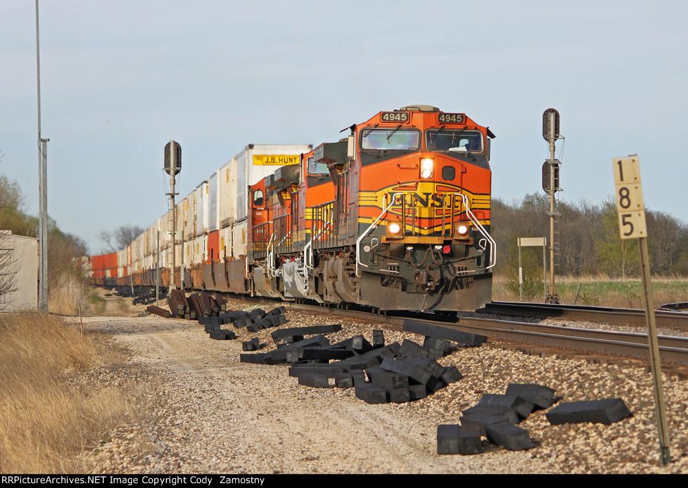 BNSF 4945 West