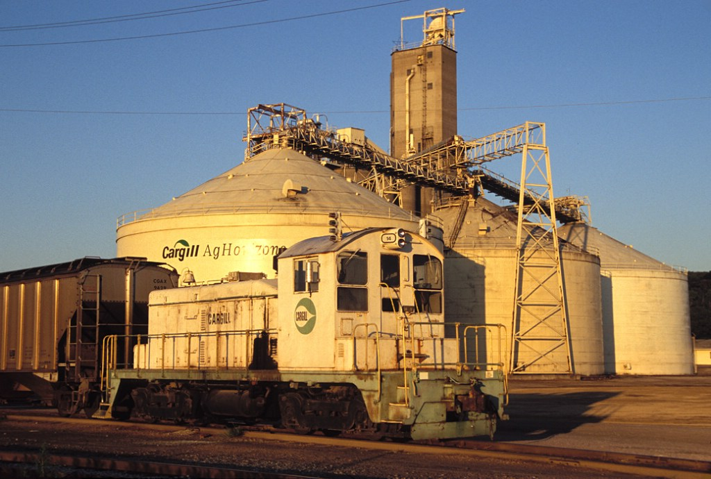Cargill 14, remote control operated EMD SW1 at the Cargill Ag-Horizons Plant