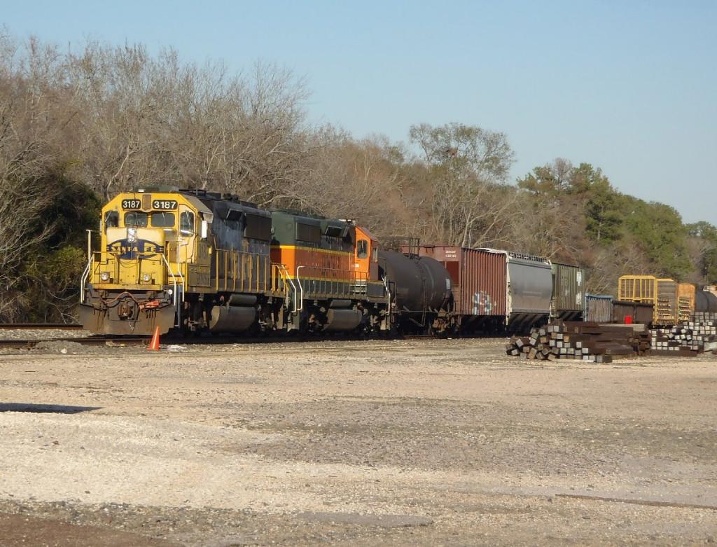 1-27-12 BNSF 3187 GP50