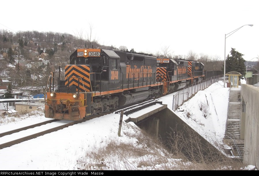 WE 3048 with a loaded slab train, westbound