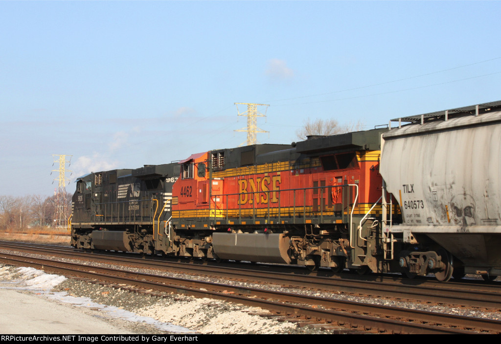 NS 9635 and BNSF 4462