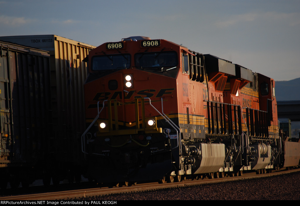 BNSF 6908 with BNSF 6861 head west pulling a Bare Table train.