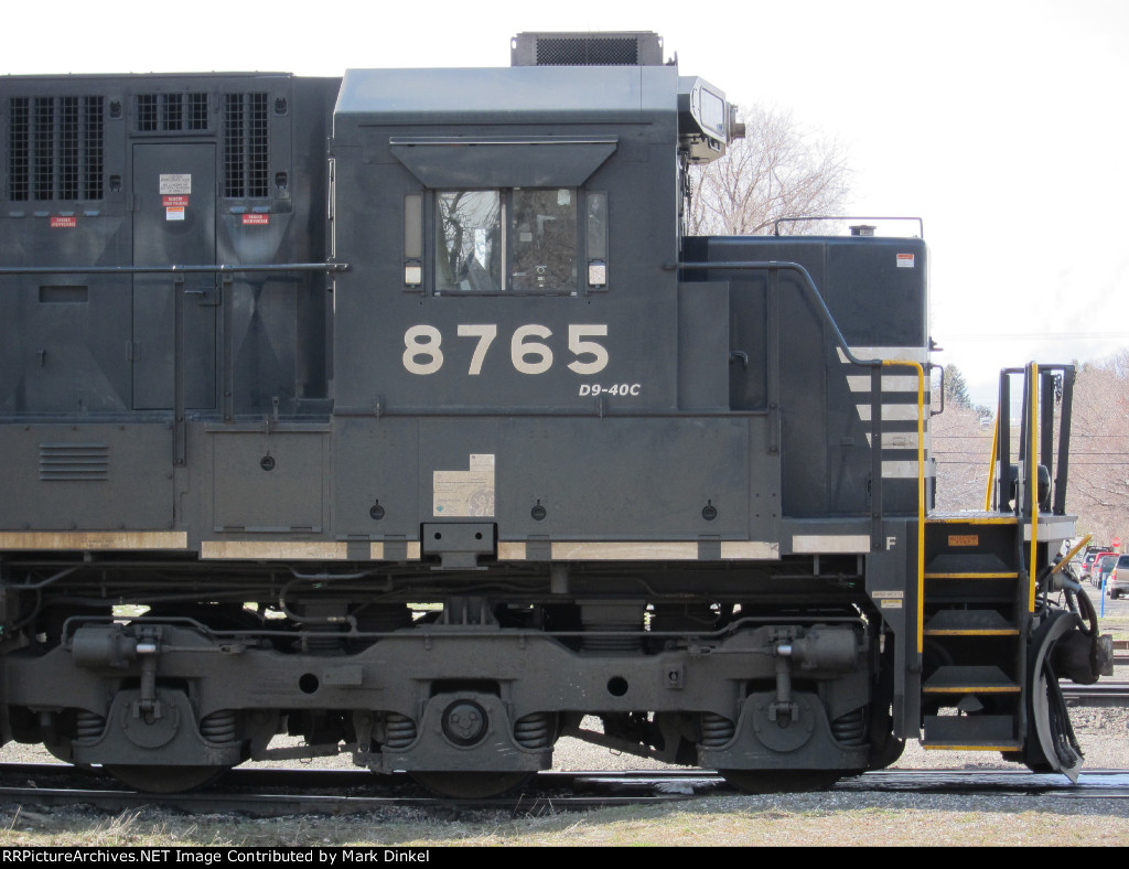 Norfolk Southern D9-40C no. 8765 looking sharp just outside the Northern Pacific station