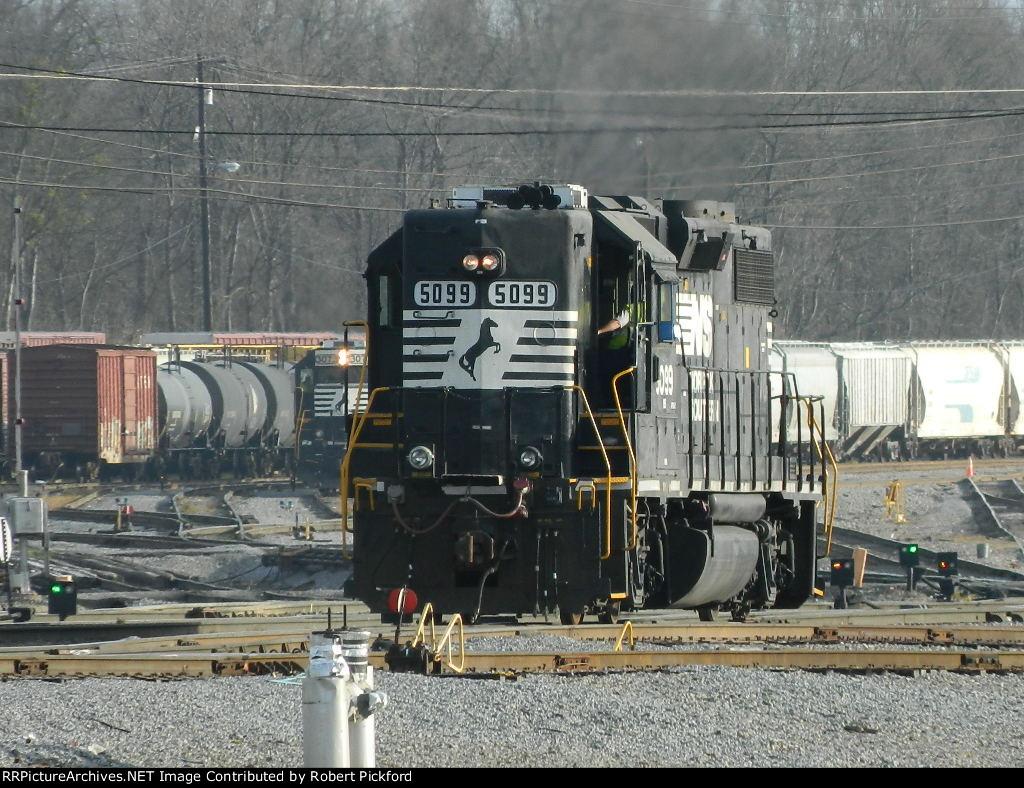 NS 5099(GP38-2) HIGH HOOD