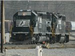 NS 3350 (SD40-2)  5230 (GP38-2) HIGH HOOD