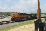 BNSF 980 on NS 251