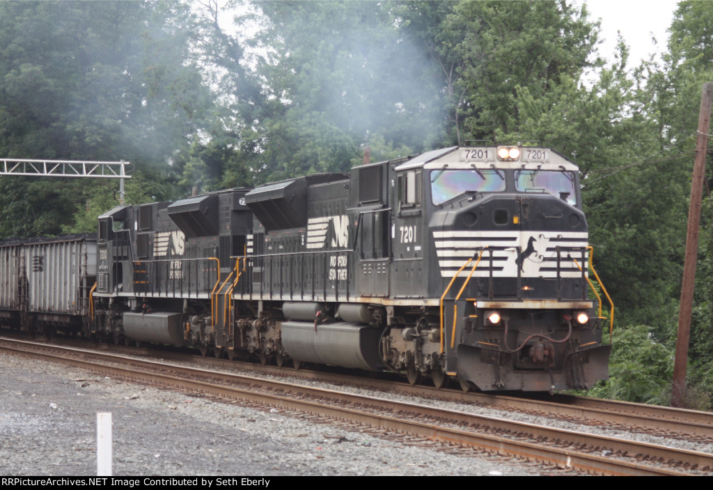 Close-up shot of MACS Powering 650 down the port road with 7201 Ex-CR 4102 Blt-1/96 Leading a NS 7200 Ex-CR 4101 Blt-12/95 Trailing