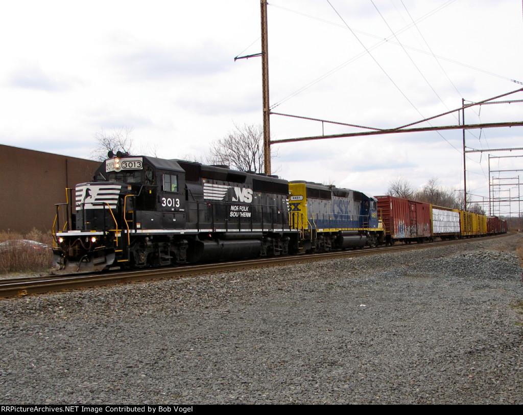 NS 3013 and CSX 4451