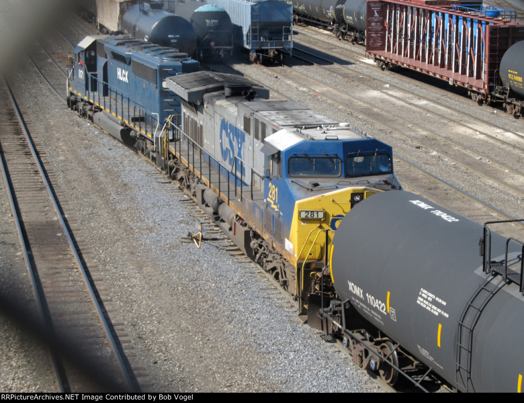CSX 281 and HLCX 8171