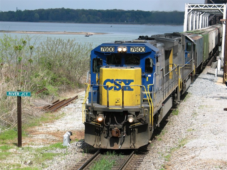 CSX Heading South at River JCT.