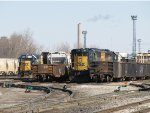 CSX 1514 & 4015 wait at the west end