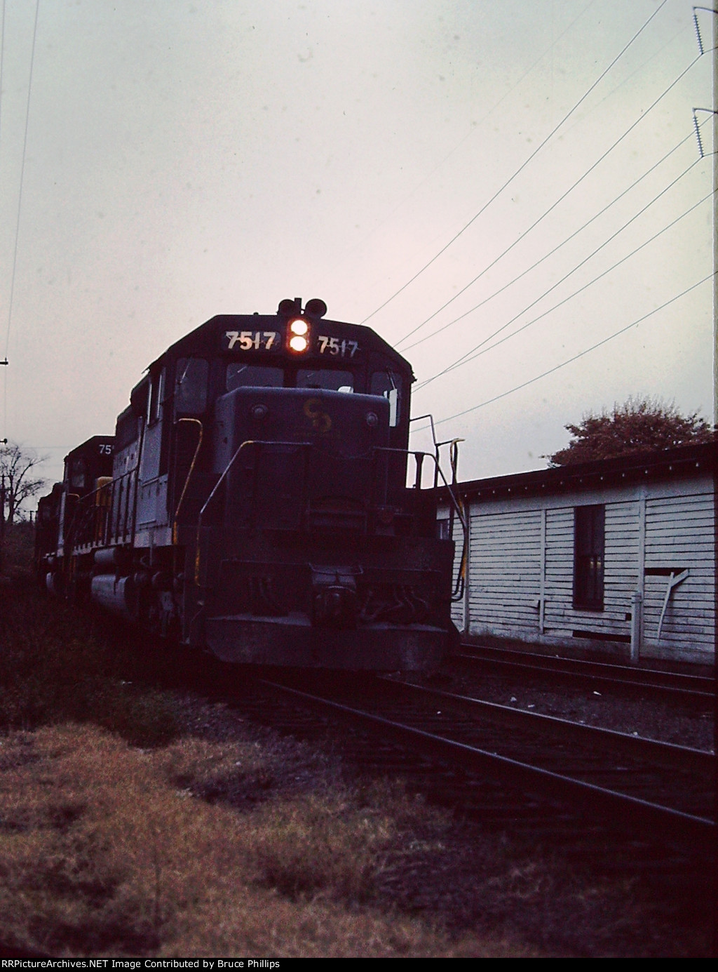 C&O Freight led by C&O SD40 #7517 leads freight into Potomac Yards past Alexandria Station