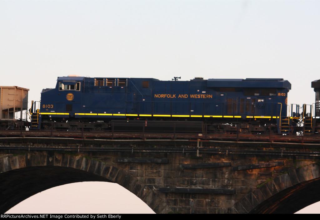 NS 8103 Norfolk & Western Heritage unit on NS 593