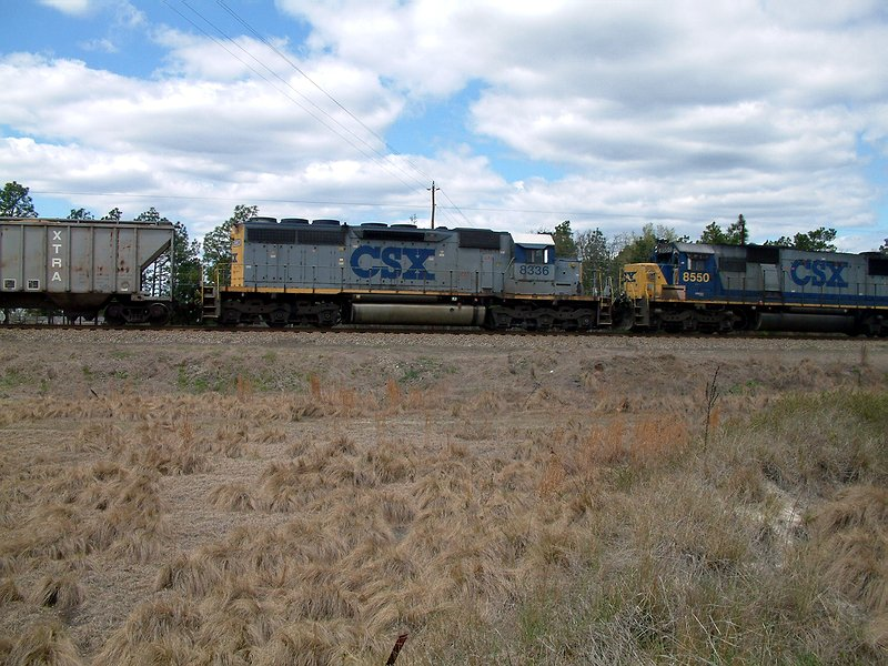Old paint scheme on this SD40-2