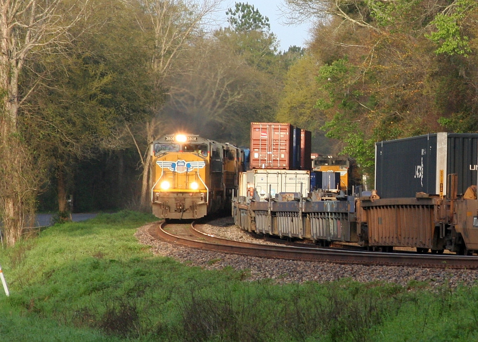 Q179 in the siding, Q606 zooming by