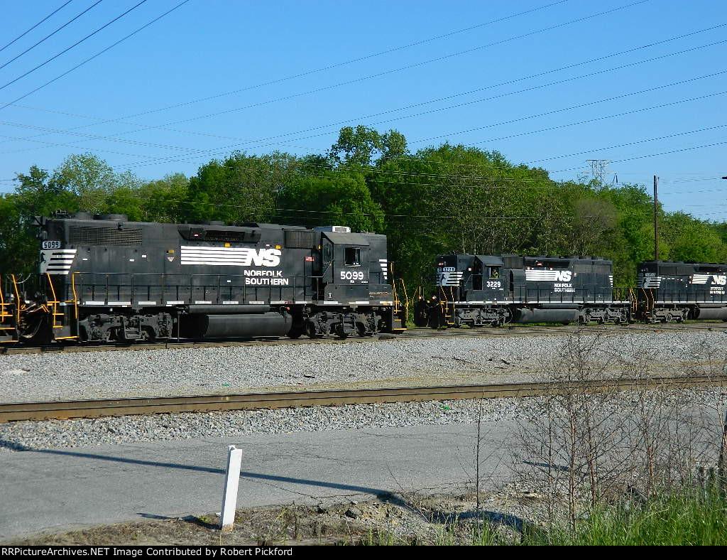 NS 3229(SD40-2)    5099(GP38-2)