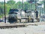NS 9075 (C40-9W)  2524 (SD70)