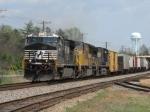 Apr 1, 2006 - NS 9914 leads NS train 135
