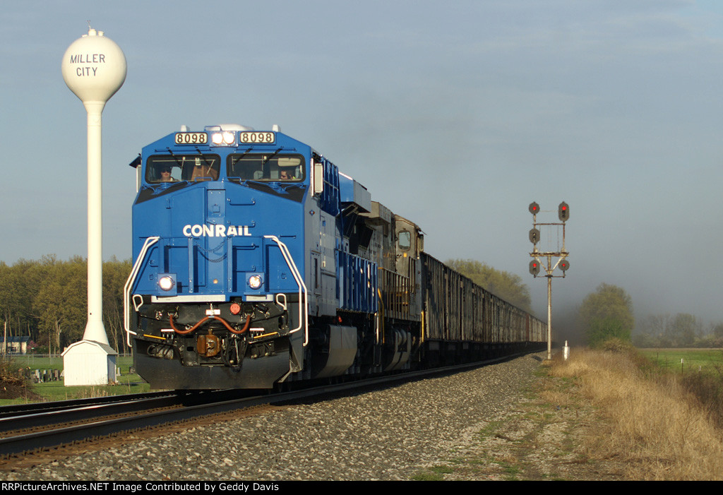 NS 866 with Conrail Heritage Unit #8098