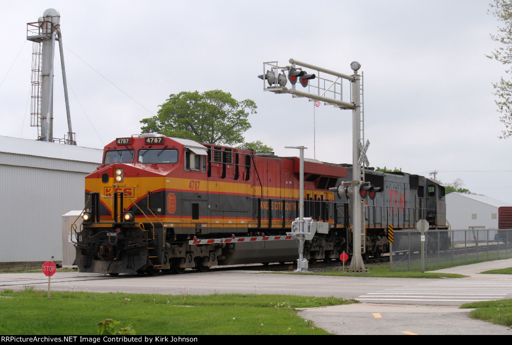 KCS 4787 Switches a Boxcar at the Hall Roberts Siding