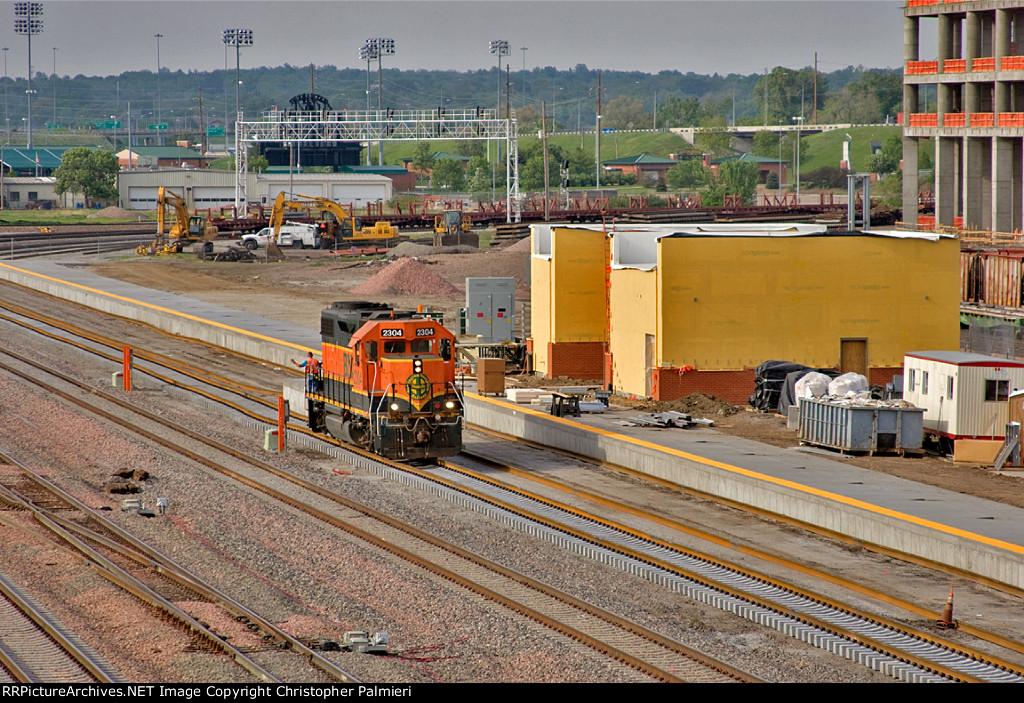 BNSF 2304 Passes the New Amtrak Depot
