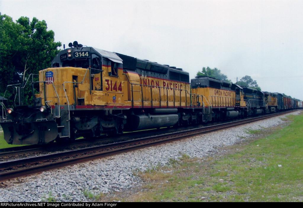 UP 3144 on CSX Q606