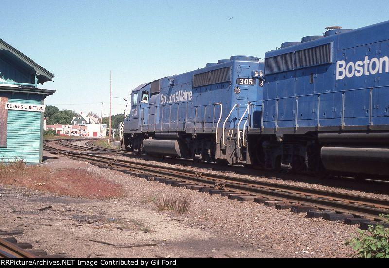 B&M 305+(GP40-2)