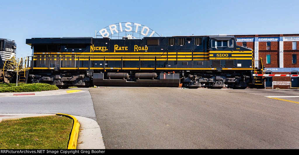 NS 8100 Nickel Plate Road Heritage and the Bristol Sign