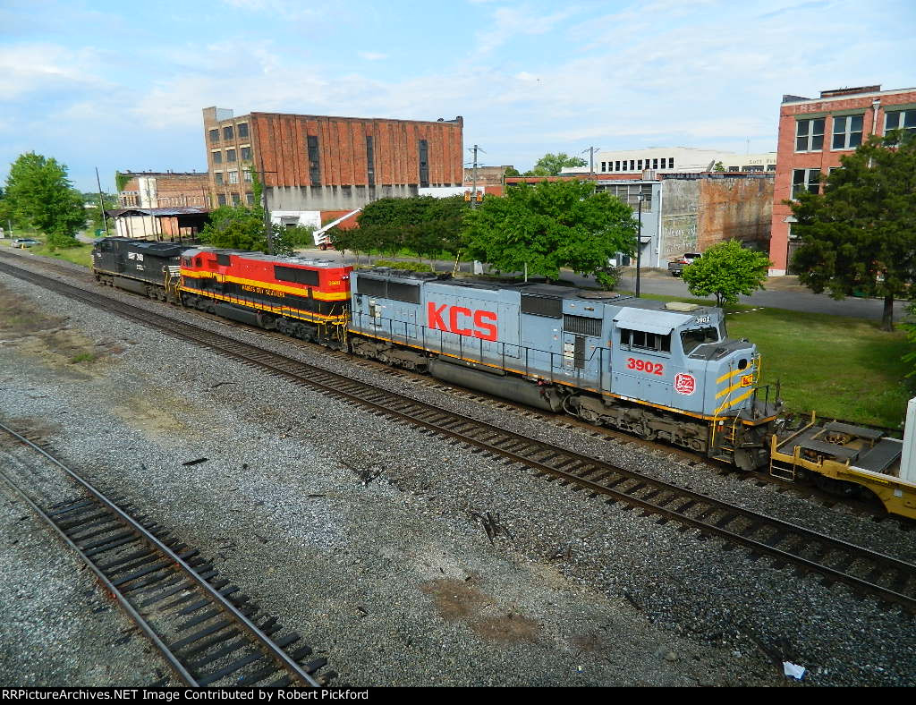 NS 7592(ES40DC) KCS 3920(SD70MAC) 3902(SD70MAC)