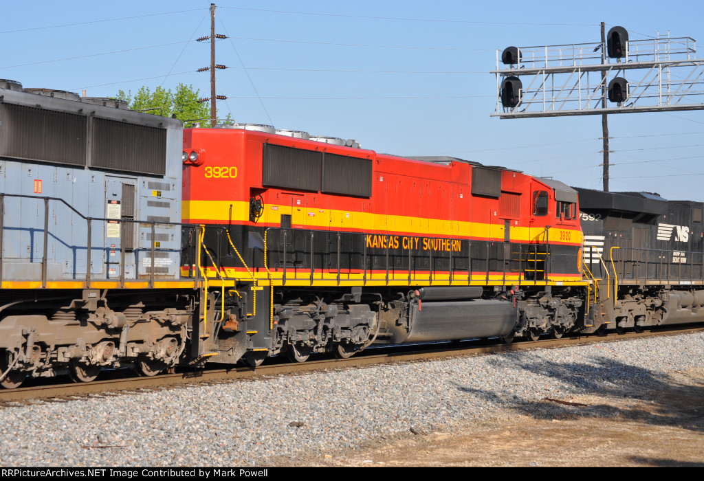 KCS 3920 on NS 220 at Parrot Ave