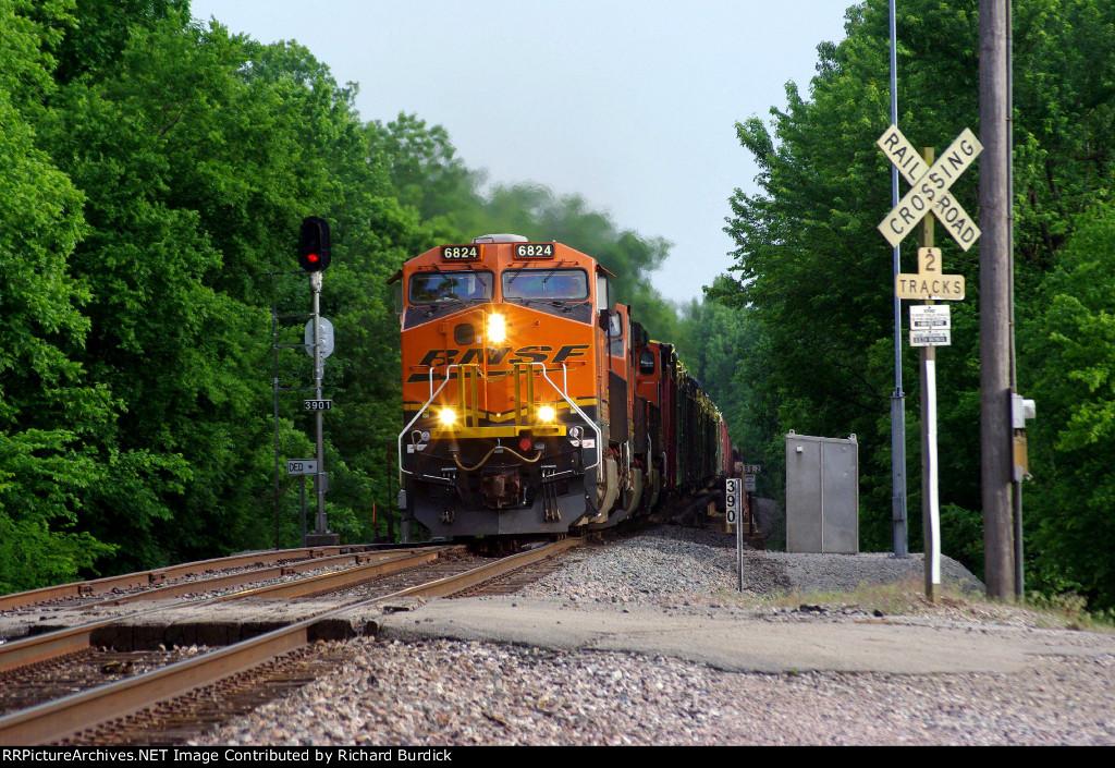 BNSF 6824