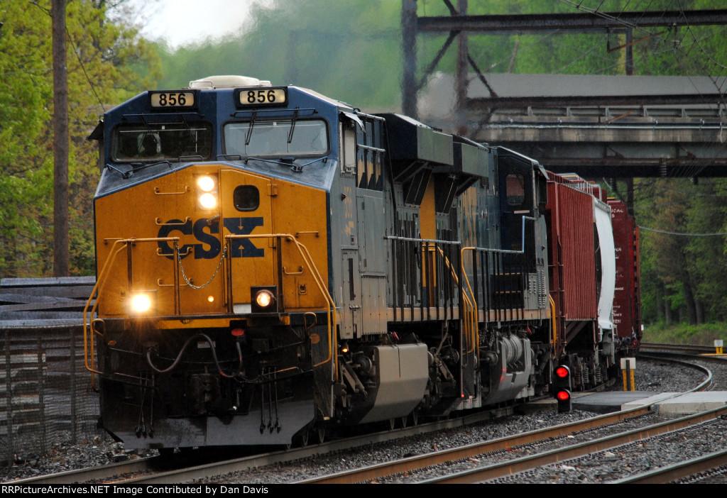 CSX ES44AH 856 leads Q418-22