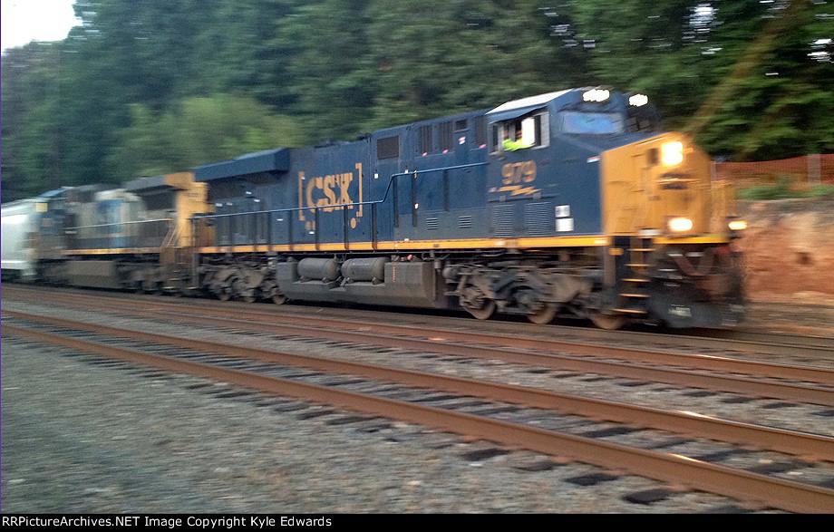 CSX ES44AC #979 on Q409-26