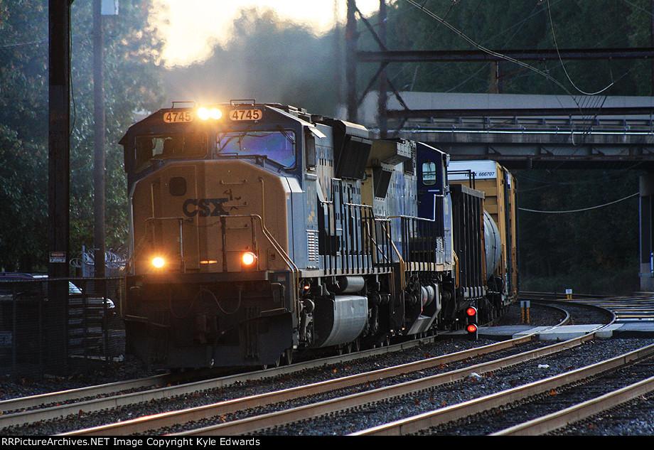 CSX SD70MAC #4745 on Q438-14