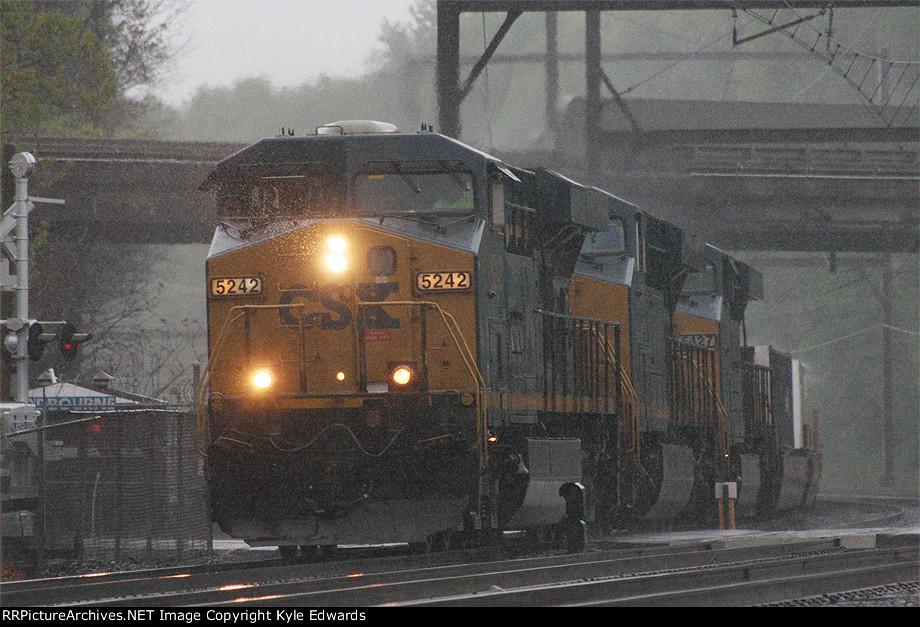 CSX ES40DC #5242 on Q034-21