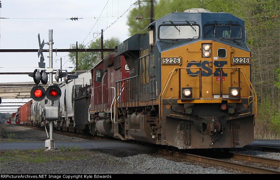 CSX ES40DC #5226 on Q439-27