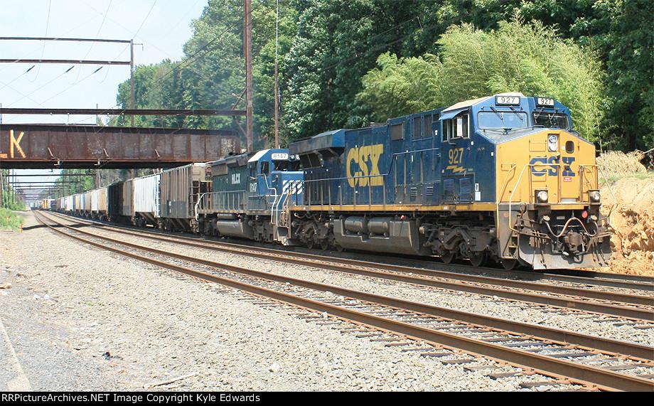 CSX ES44AC #927 on Q439-17