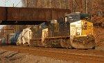 CSX ES40DC #5202 on Q439-28