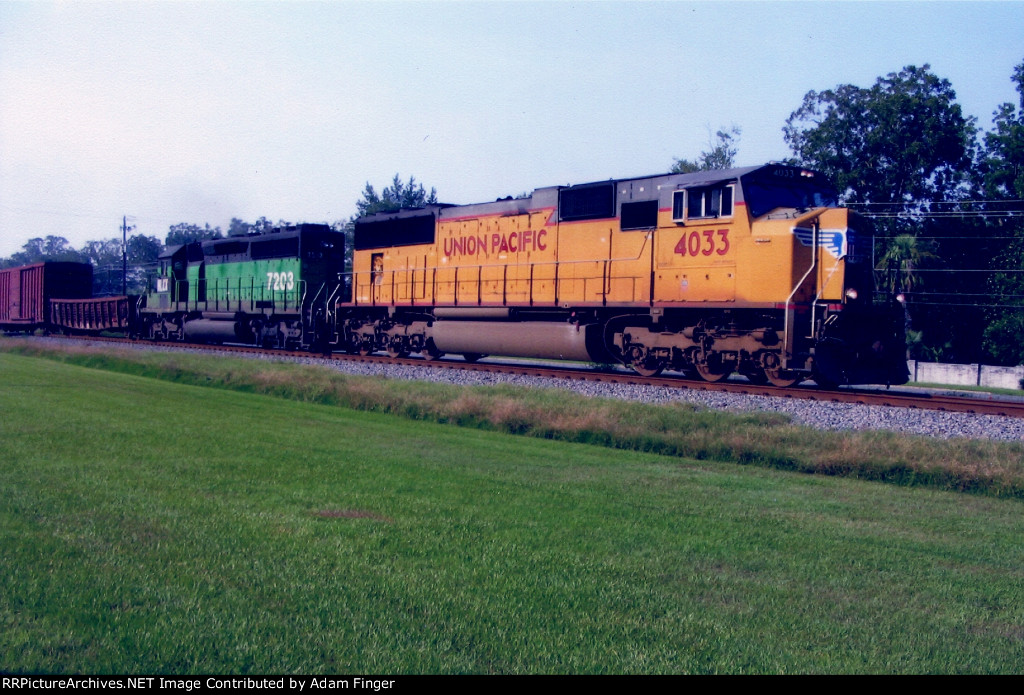 UP 4033 on CSX Q550