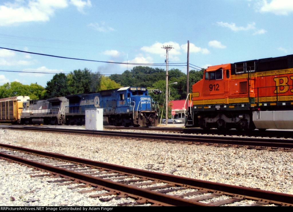 BNSF 912 on CSX Q682 meets Q211